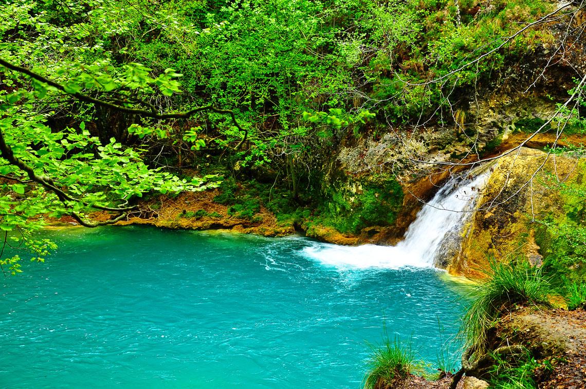 15 piscinas naturales en europa vuelos baratos for Piscinas naturales urederra